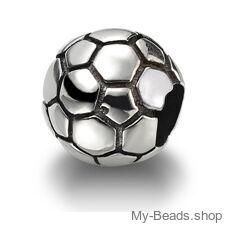 My-Beads bedel voetbal zilver.   Deze zilveren bedel past op alle gangbare bedelarmbanden.  Edelmetaal: echt zilver, 925 (1e gehalte), nikkelvrij.  Inclusief geschenkverpakking.