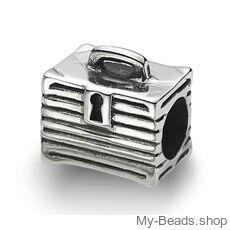 My-Beads bedel Reiskoffer zilver.  Deze zilveren bedel past op alle gangbare bedelarmbanden. Edelmetaal: echt zilver, 925 (1e gehalte), nikkelvrij. Inclusief geschenkverpakking.