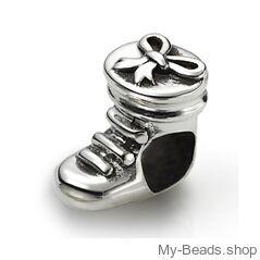 My-Beads bedel laars met strik zilver.   Deze zilveren bedel past op alle gangbare bedelarmbanden.  Edelmetaal: echt zilver, 925 (1e gehalte), nikkelvrij.  Inclusief geschenkverpakking.